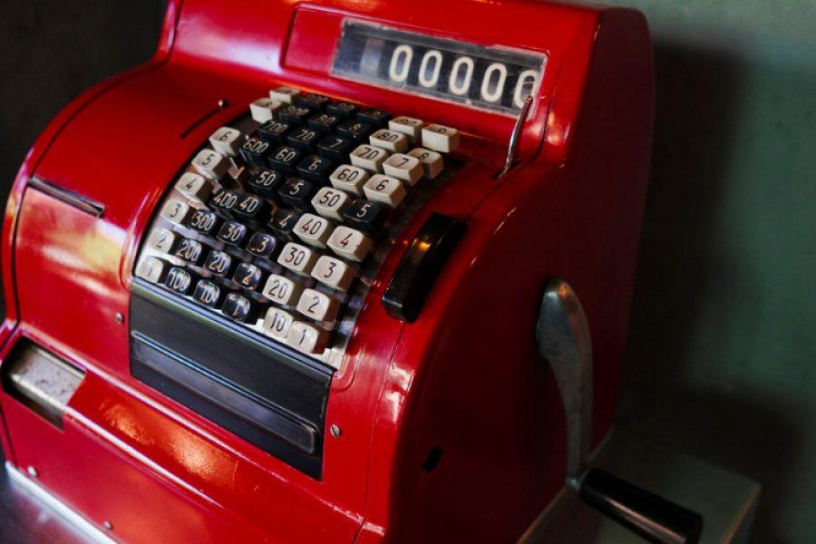 antique-cash-register-picture-id967992360